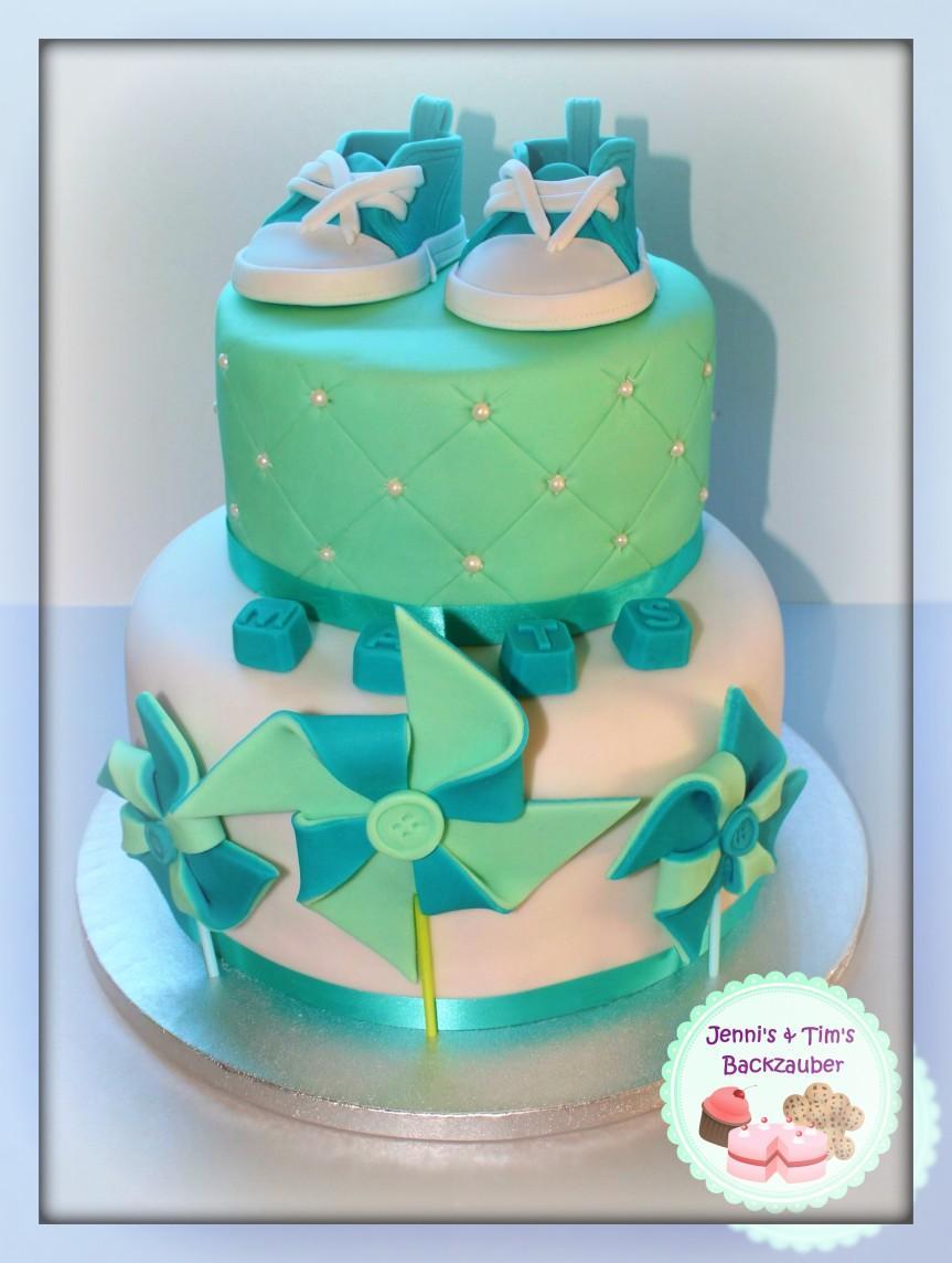 2-stöckige Tauftorte «mit Babyschuh CakeTopper»